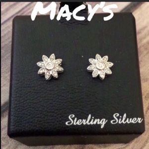 NWT Macy's 1/10 CTTW floral diamond stud earrings